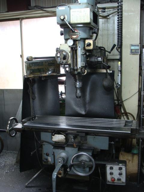 汎用フライス タレット型フライス盤